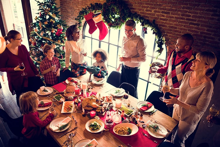 How to Handle Being Around Your Relatives During the Holidays